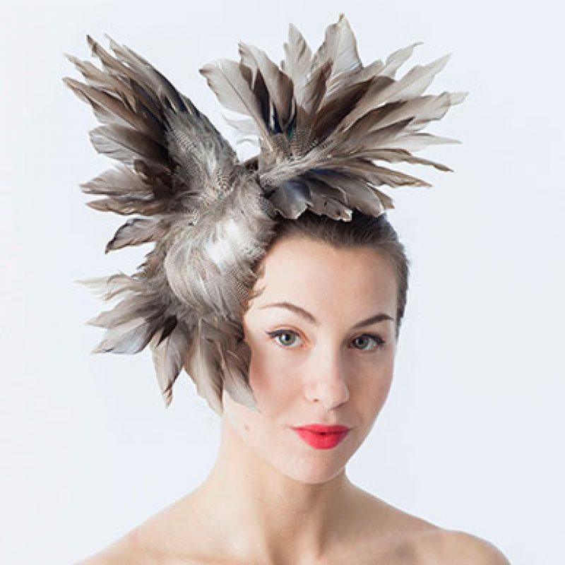 tocado plumas alta costura